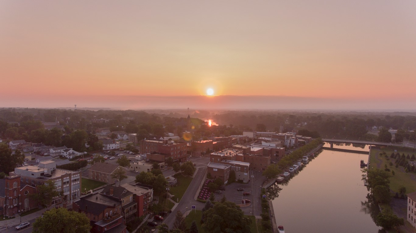 Sunrise in Seneca Falls from above (photo)